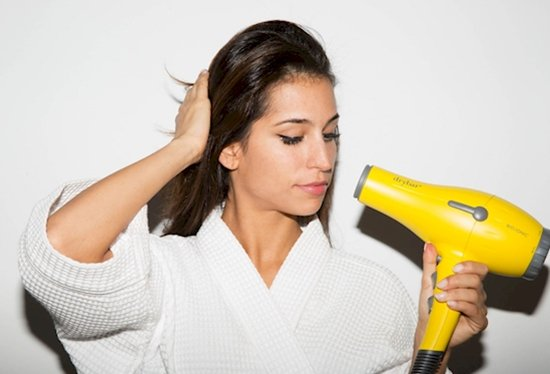 odd-beauty-tips-hair-dryer