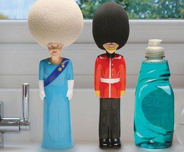 queen's guard washing up sponge