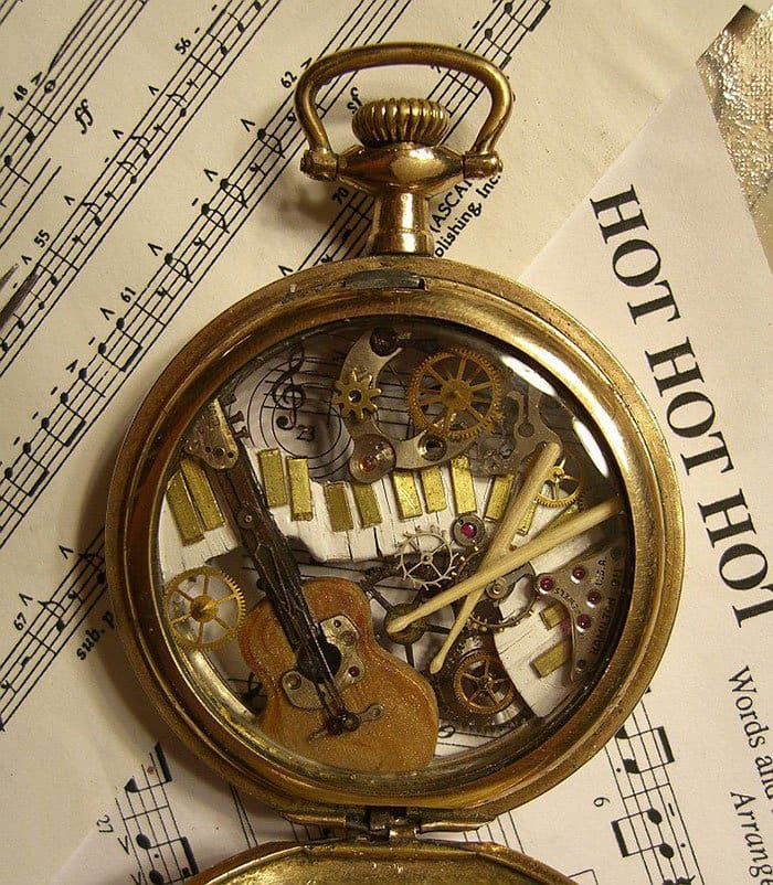 recycled-watch-parts-steampunk-sculptures-guitar