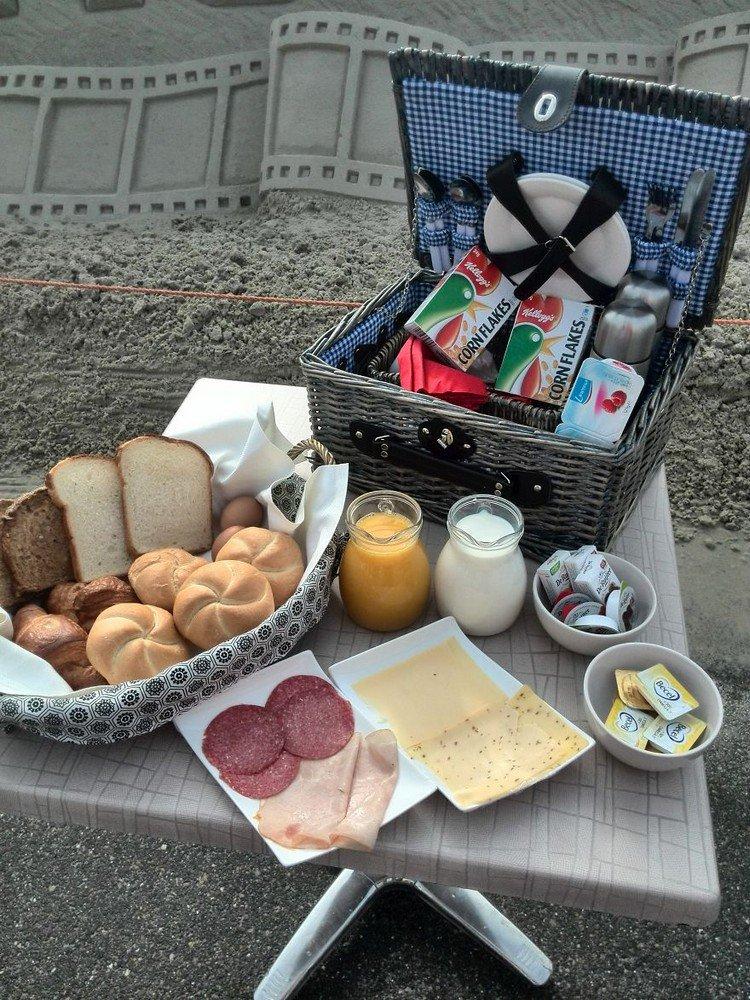 sand hotel breakfast
