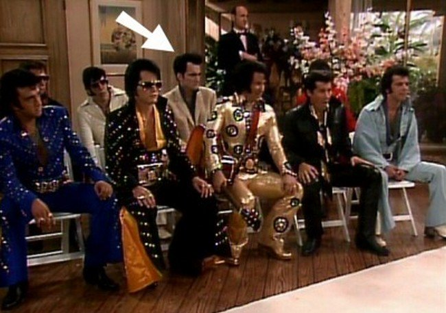 quentin tarantino as an elvis impersonator in the golden girls