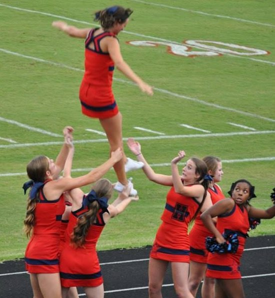 fake-viral-images-cheerleader