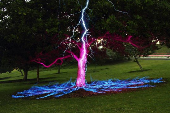 fake-viral-images-lightning