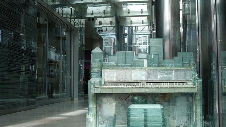 glass-piano-karlis-bogustovs-canary-wharf-piano