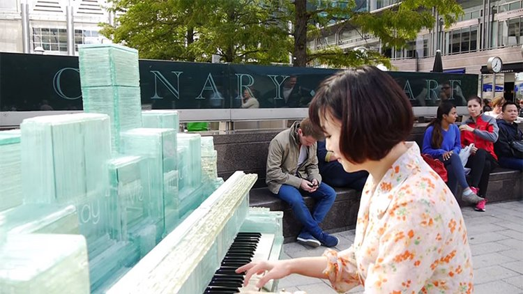 glass-piano-karlis-bogustovs-canary-wharf-play