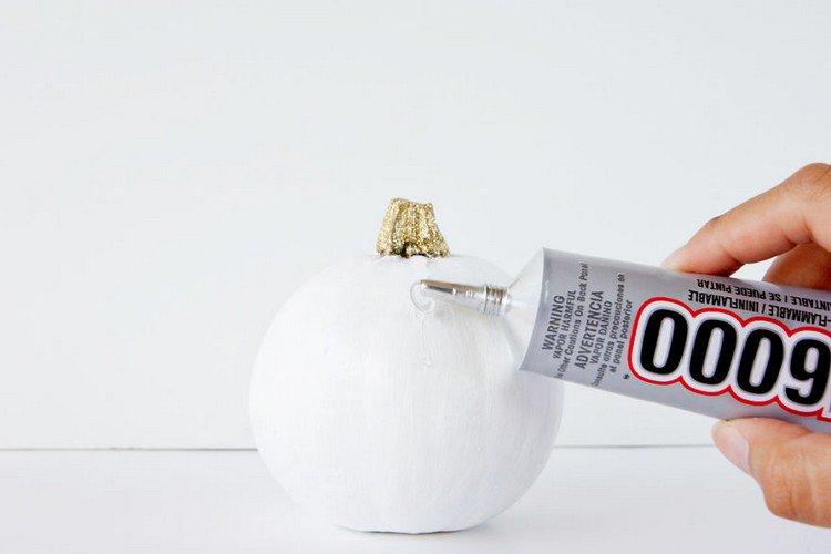 glueing pumpkin