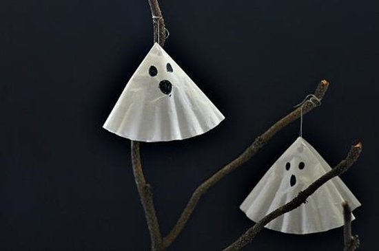 14 Horrifying Halloween Crafts For Kids