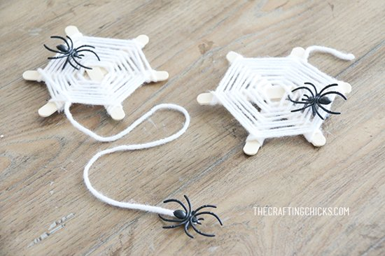halloween-kids-crafts-yarn-webs