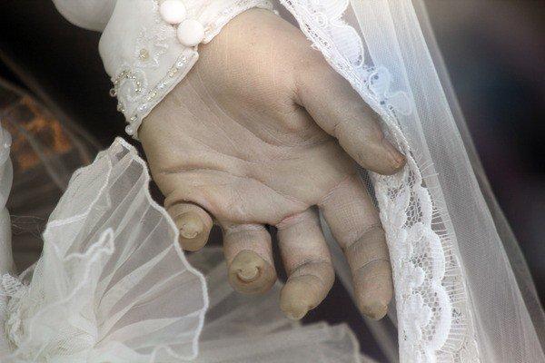 hand of mannequin