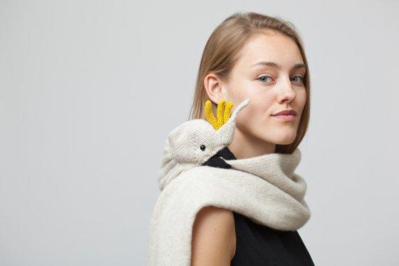 nina-fuhrer-scarf-parakeet