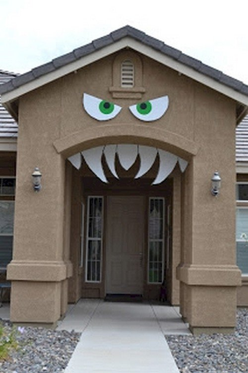16 awesome diy halloween decorations that will terrify for Scary halloween decorations to make at home