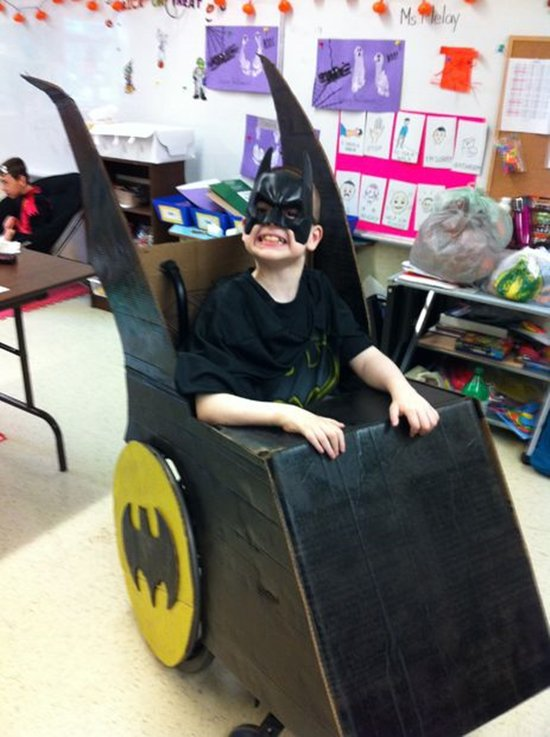 halloween-costumes-wheelchairs-batman
