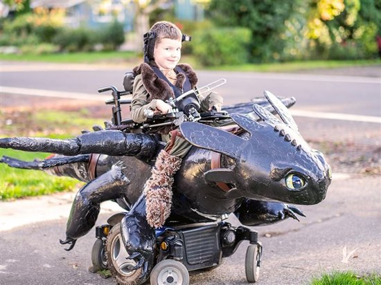 halloween-costumes-wheelchairs-train-dragon