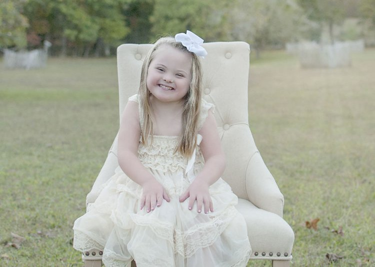julie-wilson-down-syndrome-portraits-bow
