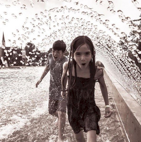kids playing water