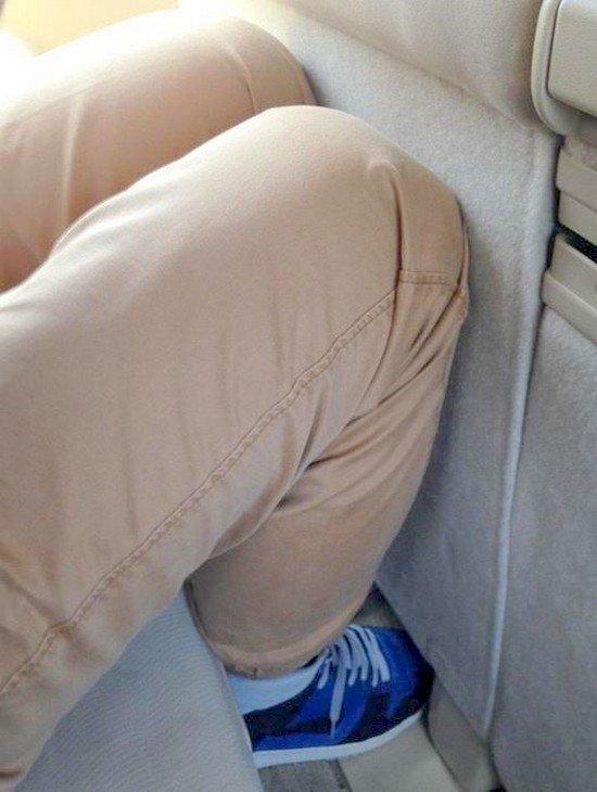 knees at seat