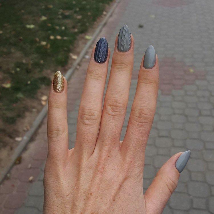 nails-gold