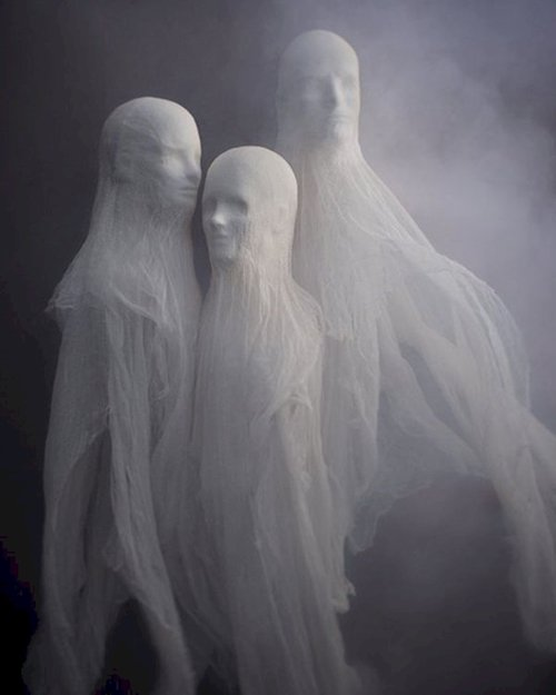 scary-decorations-ghosts