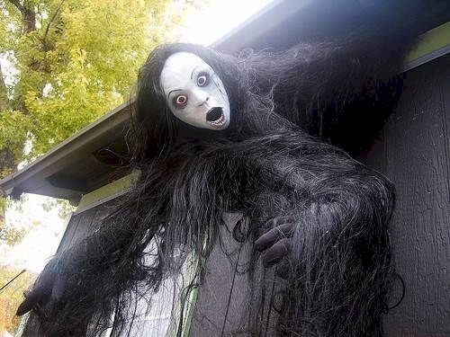 scary-decorations-hair