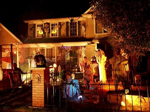 scary-decorations-house