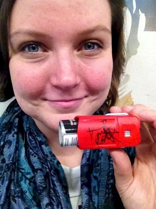 weird-celebrity-autographs-inhaler