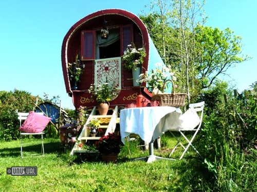 weird-hotels-caravan-top
