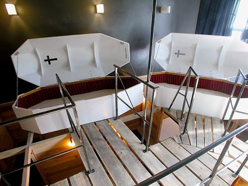 weird-hotels-propeller-coffins