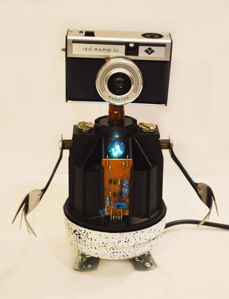 camera head robot lamp
