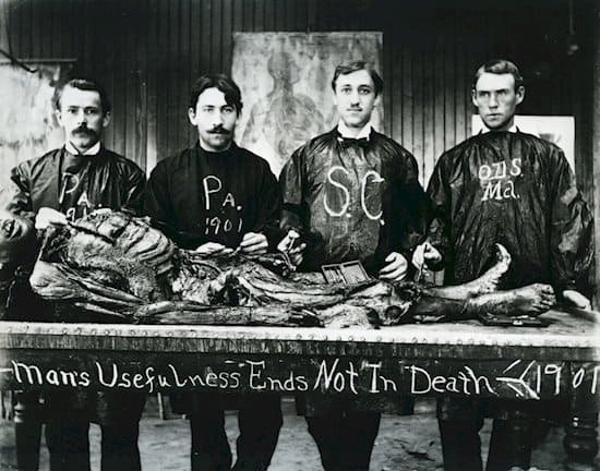 creepy-vintage-photos-medical-students