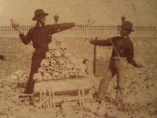 creepy-vintage-photos-skulls