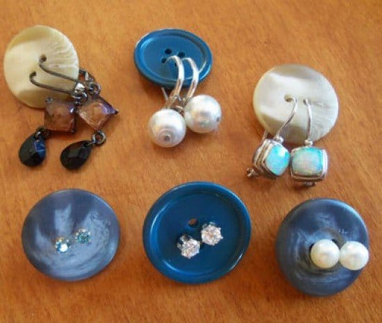 earrings buttons
