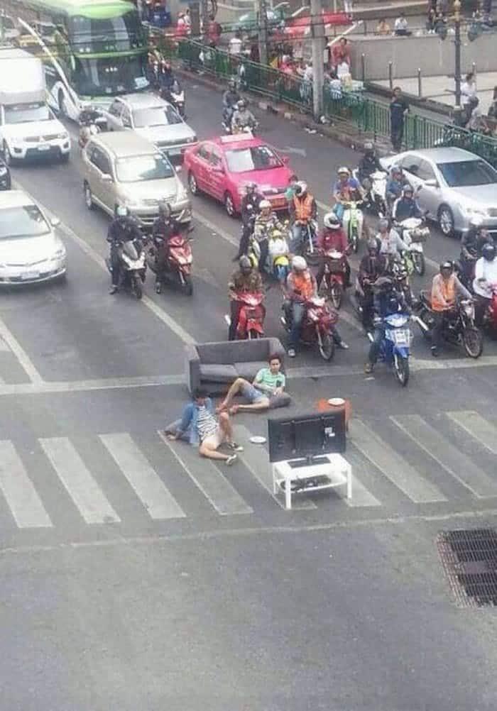 guys relaxing in road
