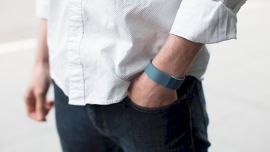 man-gifts-fitbit