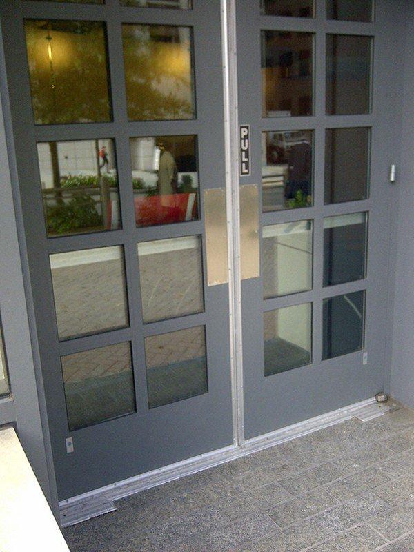 pull doors