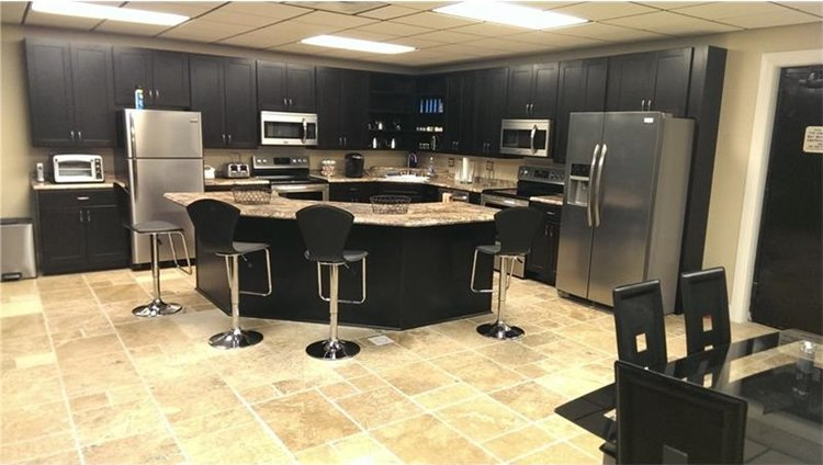 UndergUnderground-Bunker-17.5-Million-home-theaterround-Bunker-17.5-Million-kitchen
