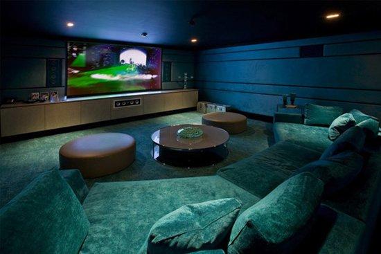 Weird-Wonderful-Room-Designs-plush