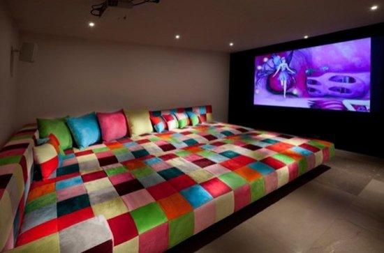 Weird-Wonderful-Room-Designs-sofa