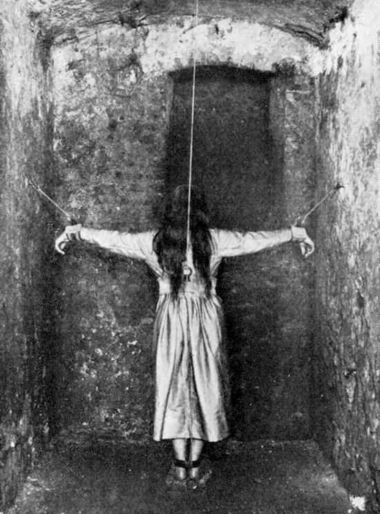 creepy-vintage-photos-hang
