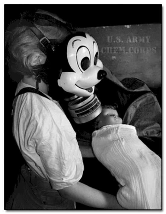 creepy-vintage-photos-mickey-gas-mask