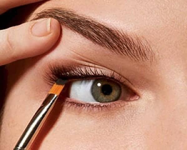 eyeliner-pulling