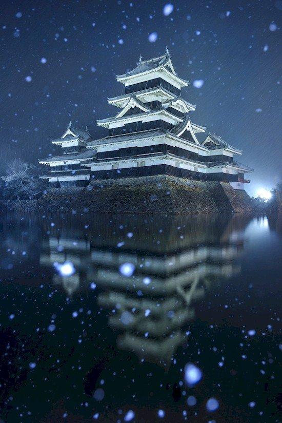 matsumoto castle snowing