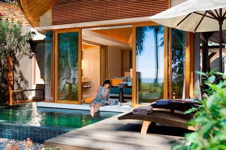 pool-bedroom-feet