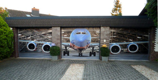 airplane garage