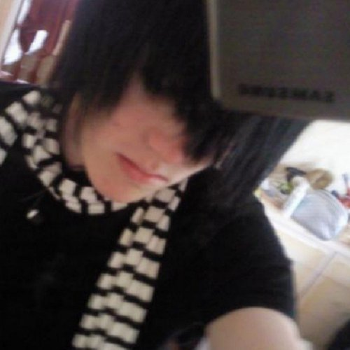 15 things you used to wear if you were an emo kid in the  u0026 39 00s