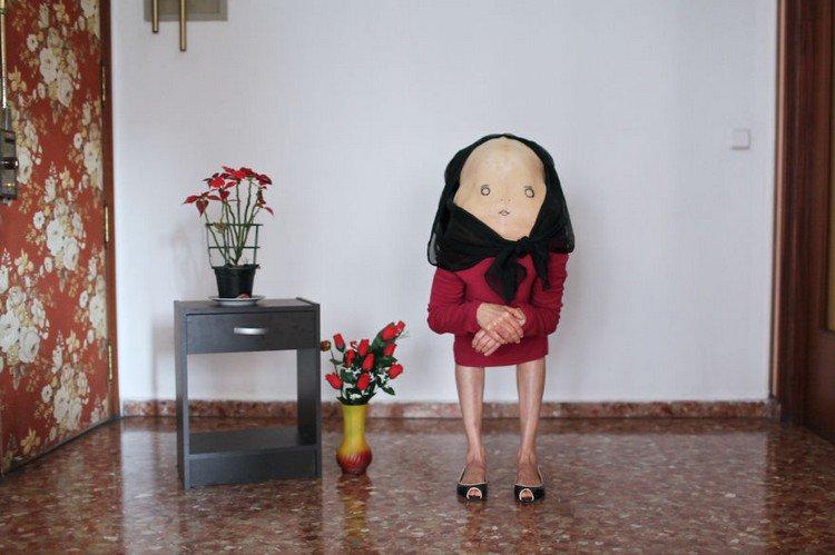 headscarf back woman