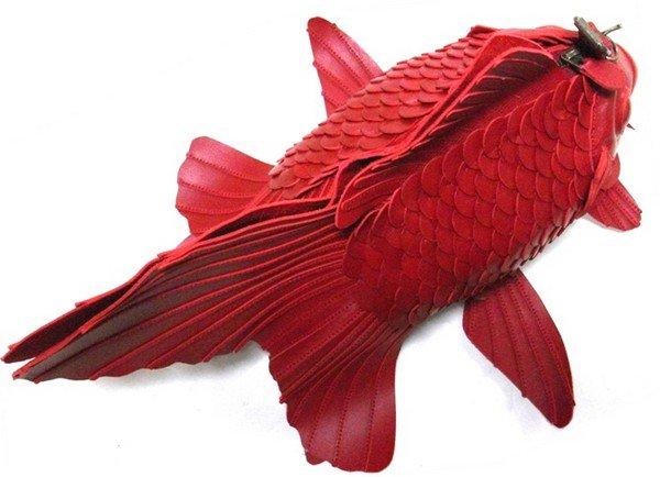 iwakiri bag above red