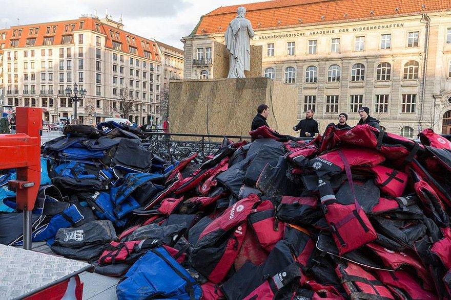 life-jackets-lots