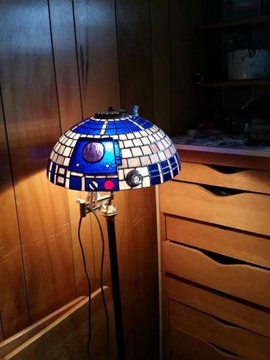 nerdy-decor-r2d2-lamp