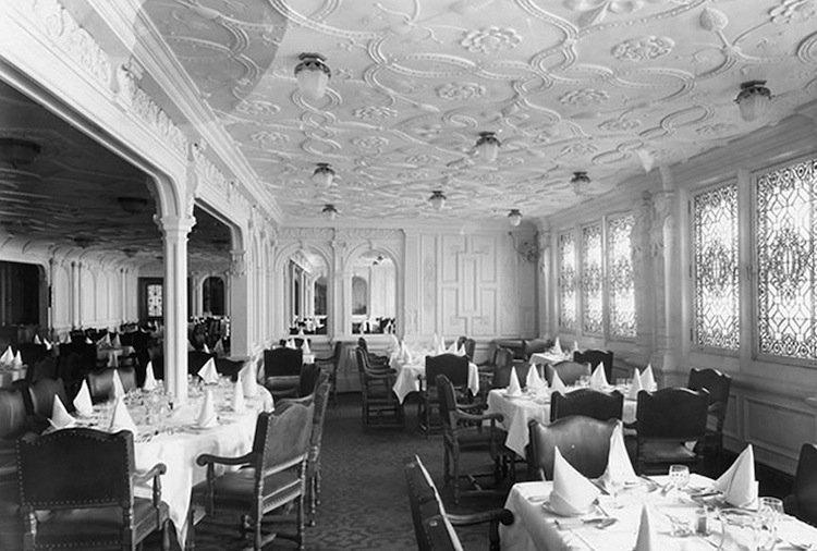 titanic-dining-tow
