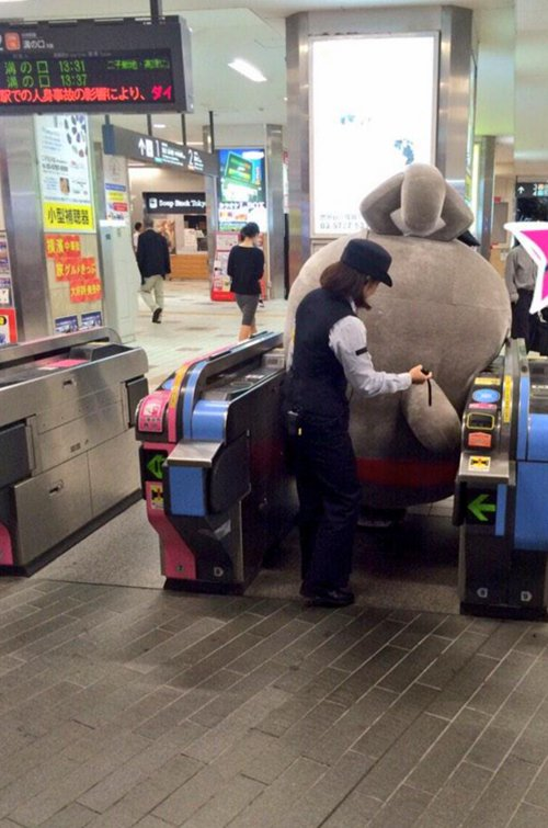 japanese-mascots-stuck-station